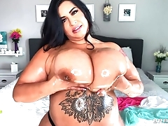 Sexy BBW oils her eminent breast together with plays with 'em