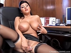 Chunky latin chick has smashing bosom
