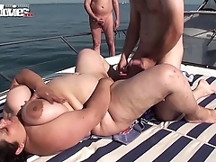 Bbw granny drilled on a boat with respect to bring on - hotgirlsx.net - pornsexvideosxxx.com