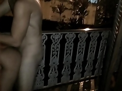 Socando na varanda de casa
